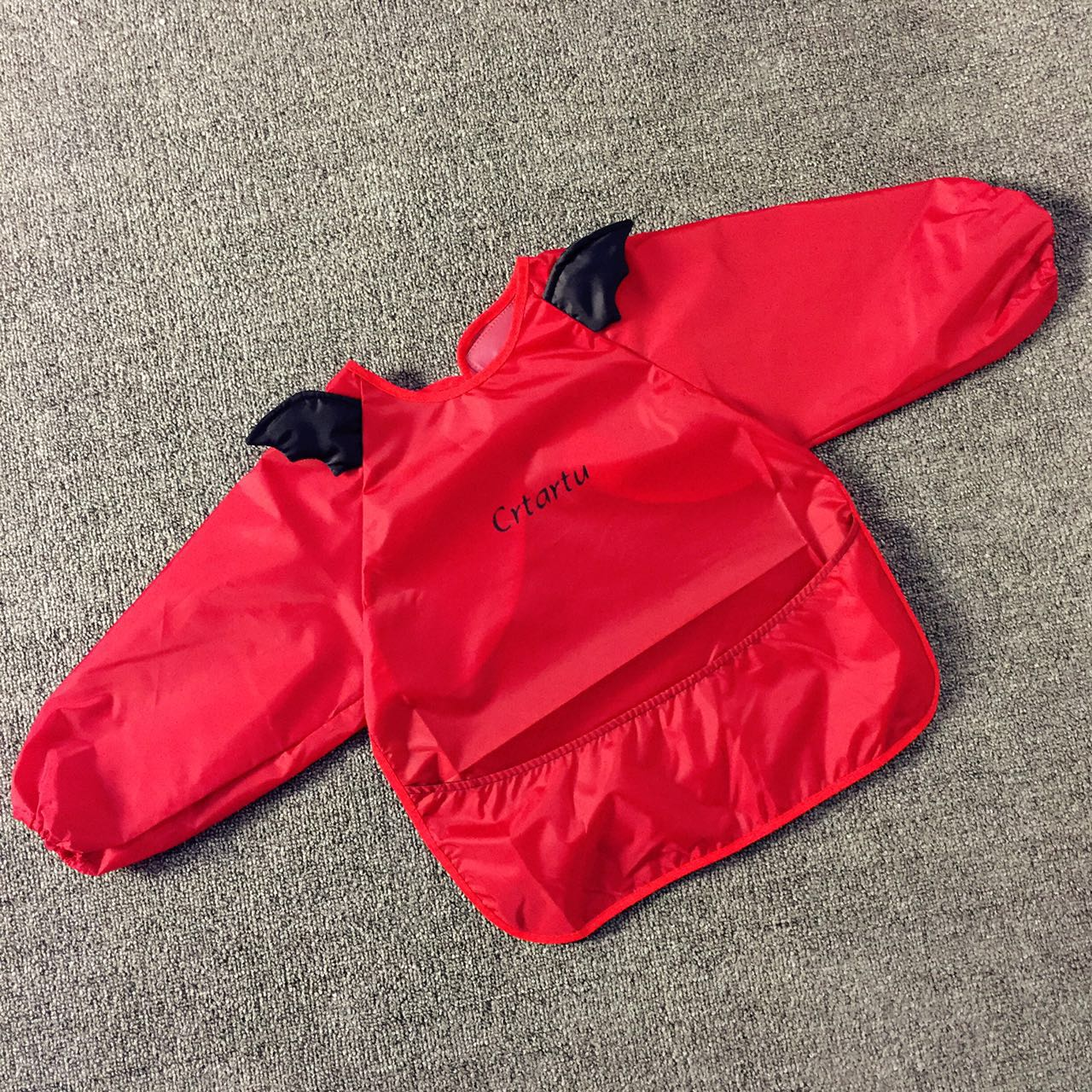 Color classification: A velcro closure long sleeves Red