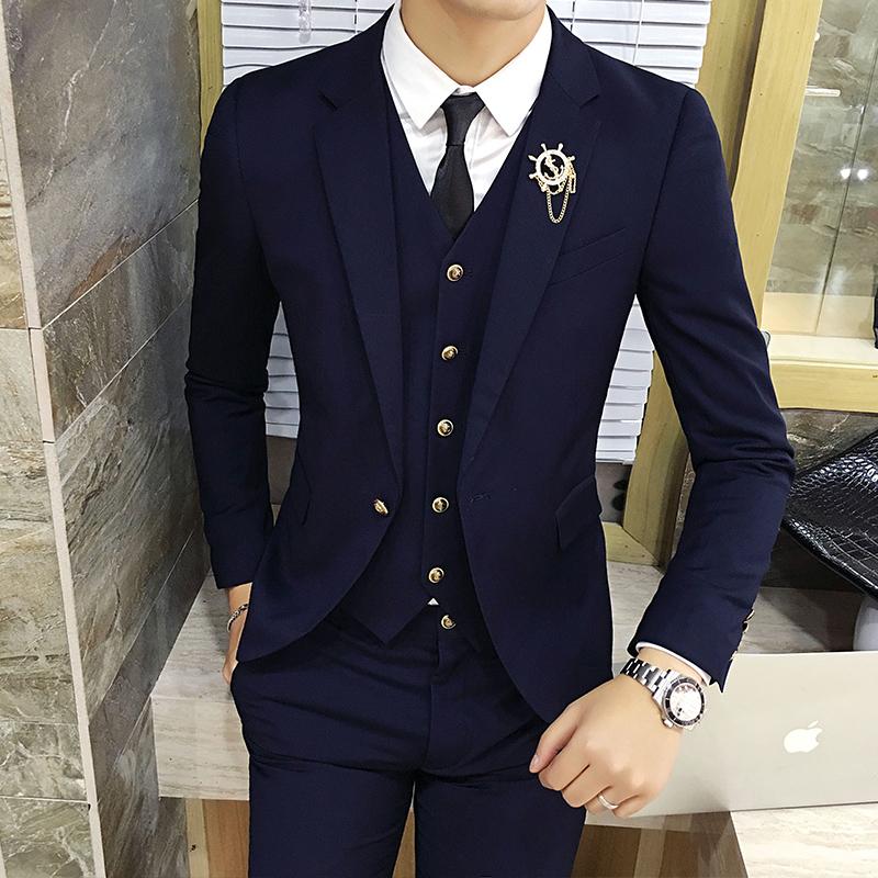 Цвет: Темно-синий костюм