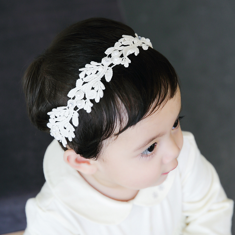 Color classification: Ivory diamond mesh bows