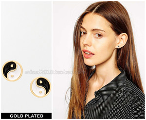 official website gilded personalized black and white European and American trade of the original single jewelry Taiji neutral simple earrings earrings female