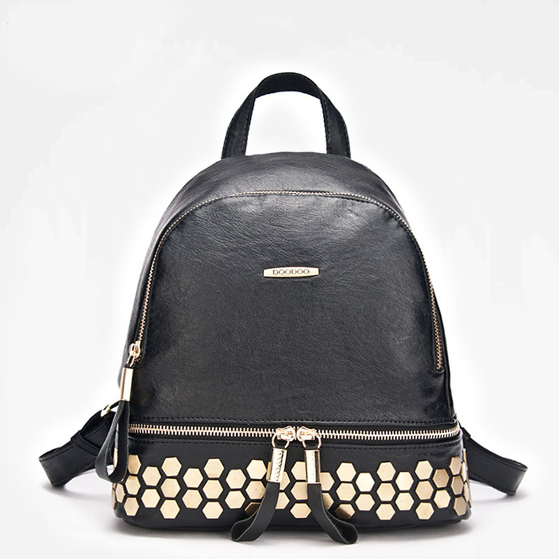 新款女韩版黑色百搭铆钉背大容量随身休闲旅行双肩背包