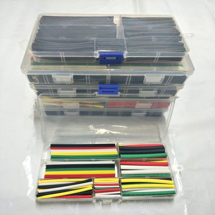 El tubo de manguera de conexión de línea de teléfono un tubo el tubo con la combinación de cables eléctricos.