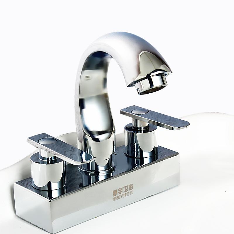 dwie podwójne umywalki, do rotacji w gorącej i zimnej wody czystej wody, prowadząc podwójne umywalki rdzeń.