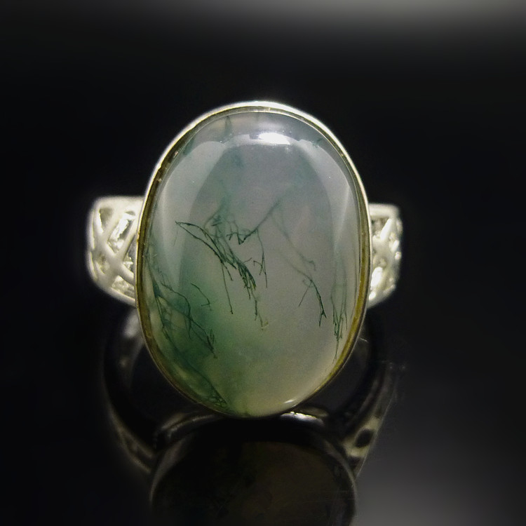 【冰心玉壺】天然和田玉天然玉石水草瑪瑙鑲銀戒指女款戒指戴在手上的水墨畫