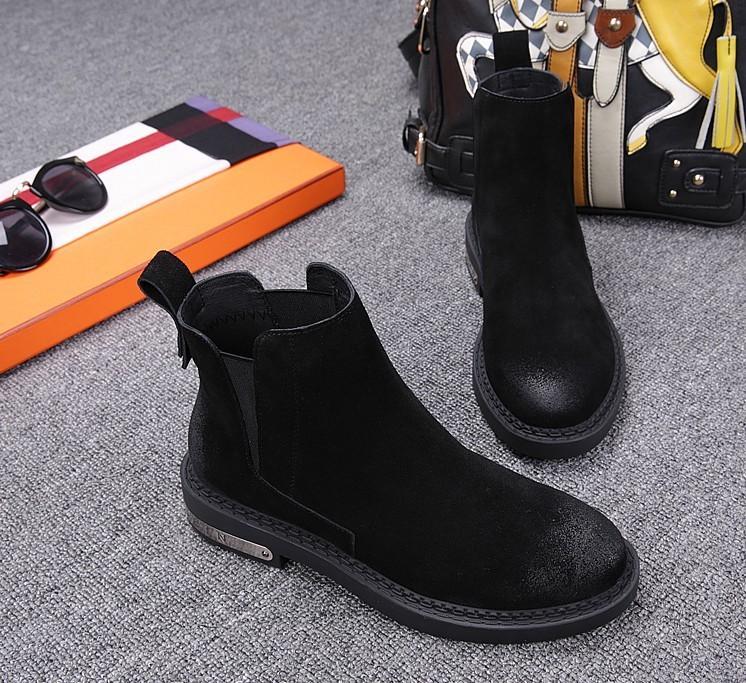 La colección de otoño - invierno de 2017 de Inglaterra es el plano cuero zapatos son botas, botas de gamuza de Martin