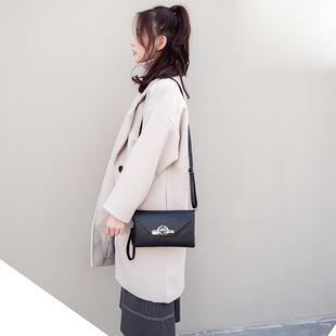 女包斜挎包2018新款潮女百搭小包包韩版中年女士锁扣小方包手机包