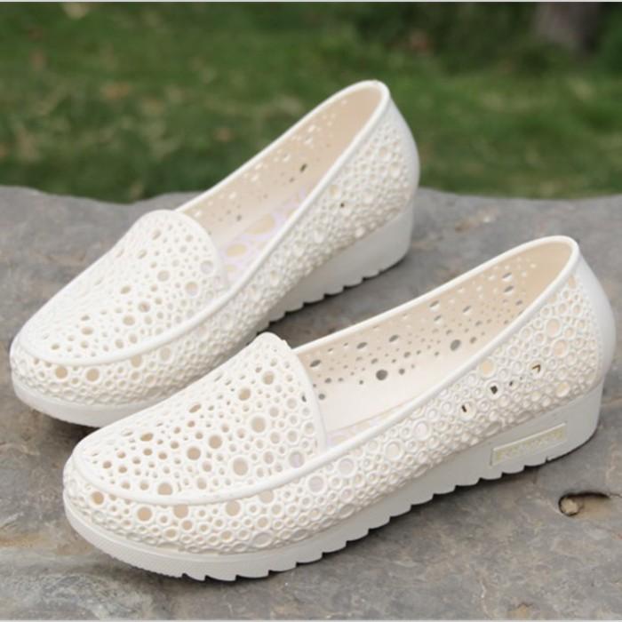 夏季超軟白色護士鞋涼鞋女鞋塑料鳥巢鏤空孕婦媽媽鞋工裝鞋洞洞鞋