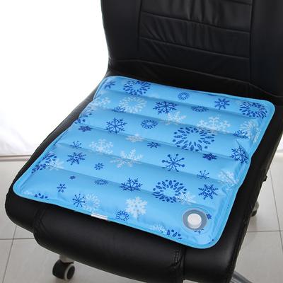 Το αυτοκίνητο το μαξιλάρι μονολιθικό ψύξης τεχνούργημα σορμπέ αέρα δροσερό το καλοκαίρι σακούλες πάγο στο γραφείο του μαξιλαριού του καθίσματος