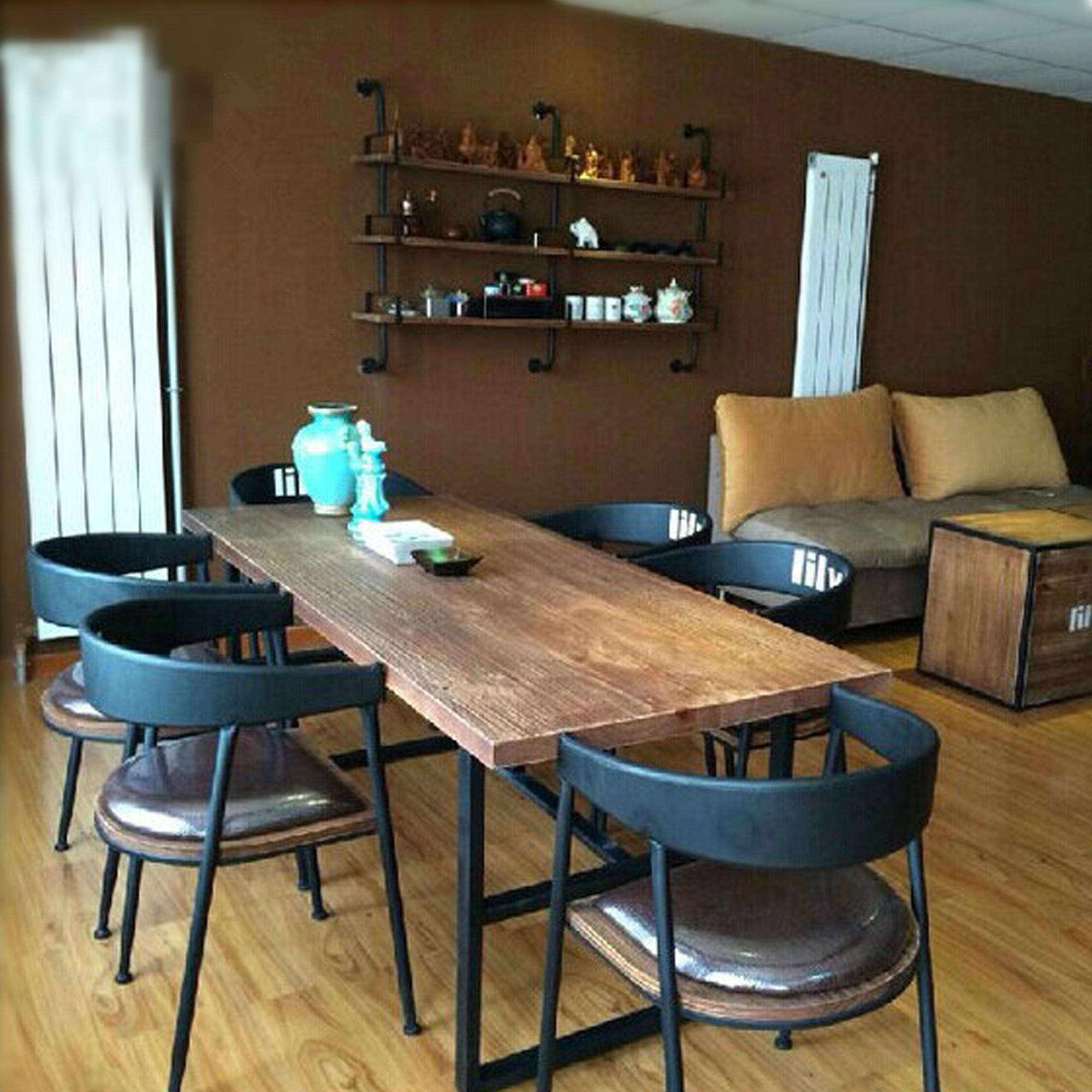 La campagne nordique américain antiquité / vieux / une table en bois / fer de table / table rectangulaire avec une combinaison de chaise