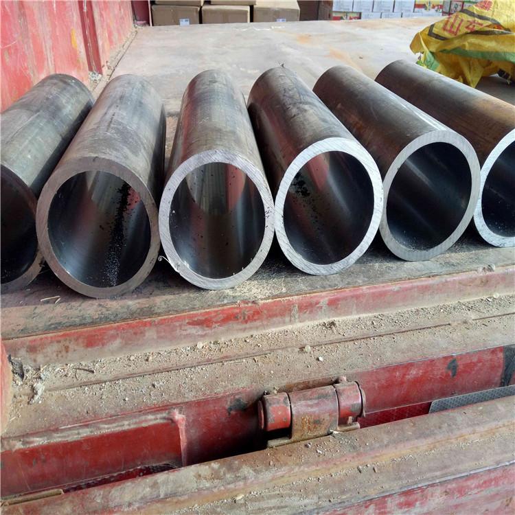 Un gran número de colchas gruesas paredes de cilindro de acero inoxidable pulido SPOT tubo tubo de trituración de 45 # cromado de pistón.