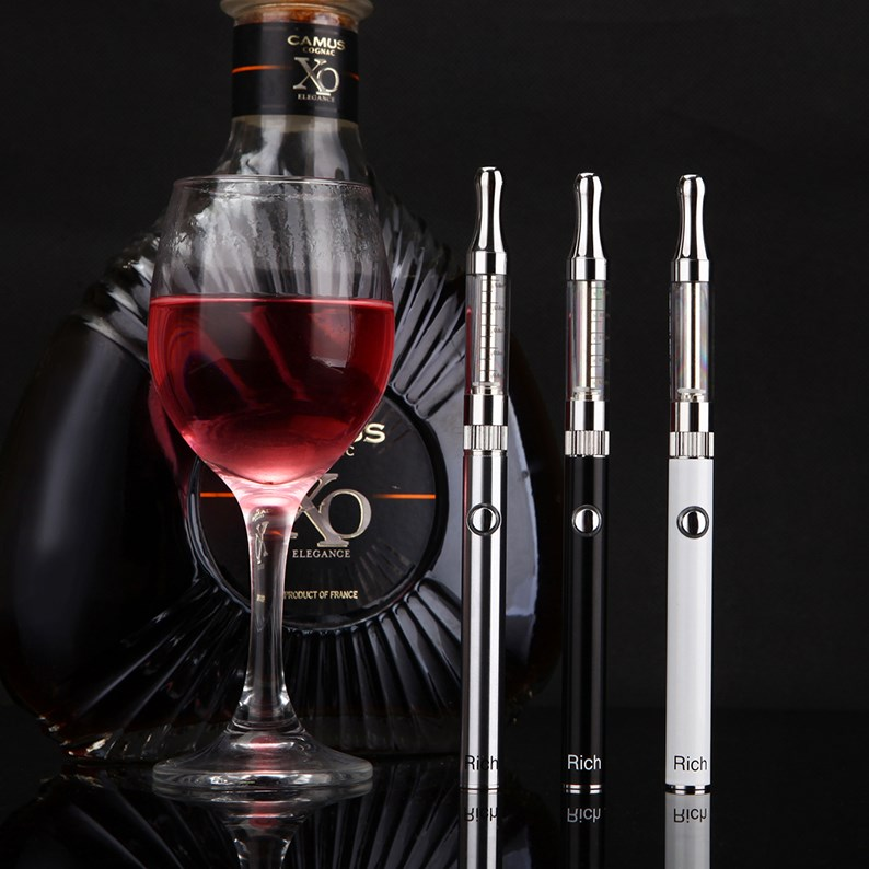 elektrooniline suits suits on puutetundlik ekraan. suur rõhk, hägune, tubaka suitsetamise auru.
