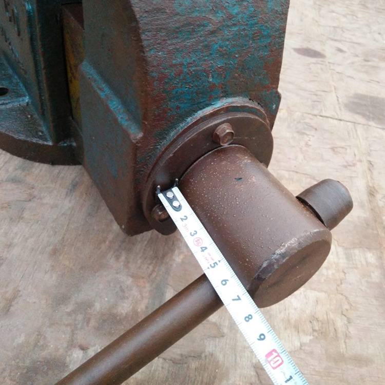 Japan imported second-hand machine tool vise screw type vise vise weight is very heavy.