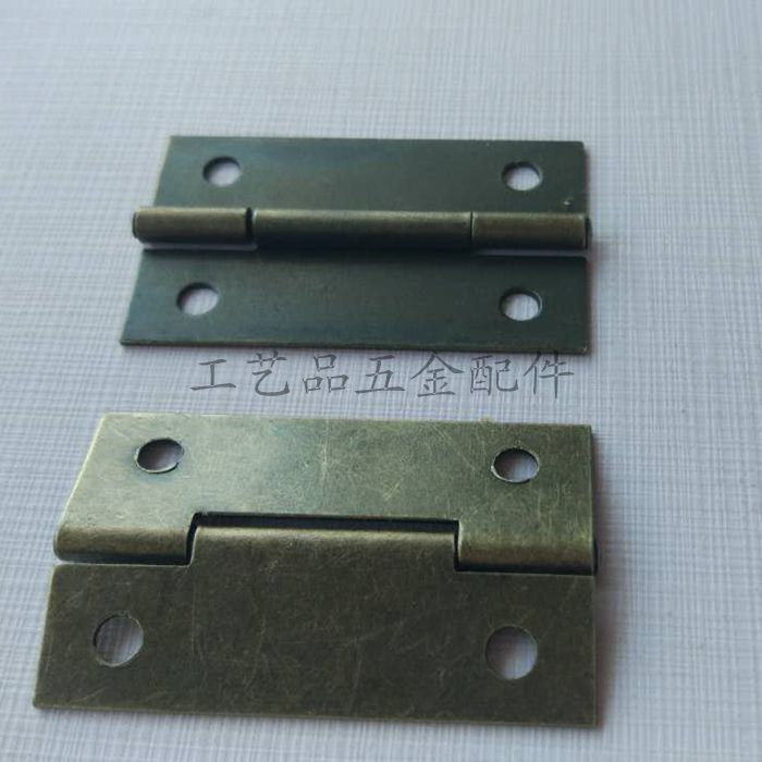 A small antique wooden wine box hinge hinge hardware accessories gold flat furniture cabinet hinge hinge