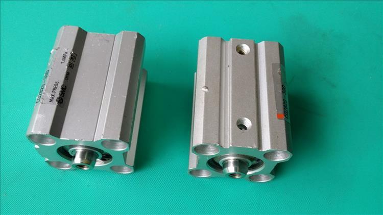 La Chine CQ2B20-30D SMC carré cylindre compact d'occasion importés de démonter la neuf spécial