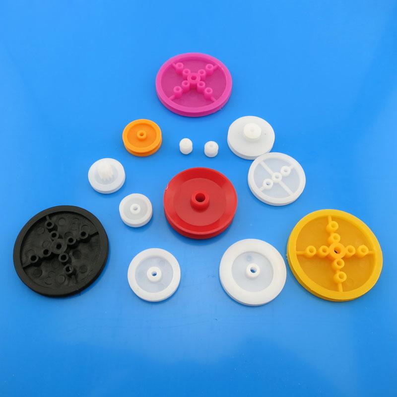 Plastic riem - groep (13) en volwassenen doe met speelgoed model plastic riem.
