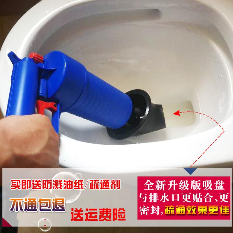 Dragado un hogar a través de herramientas manuales a la cañería del baño y la cocina.