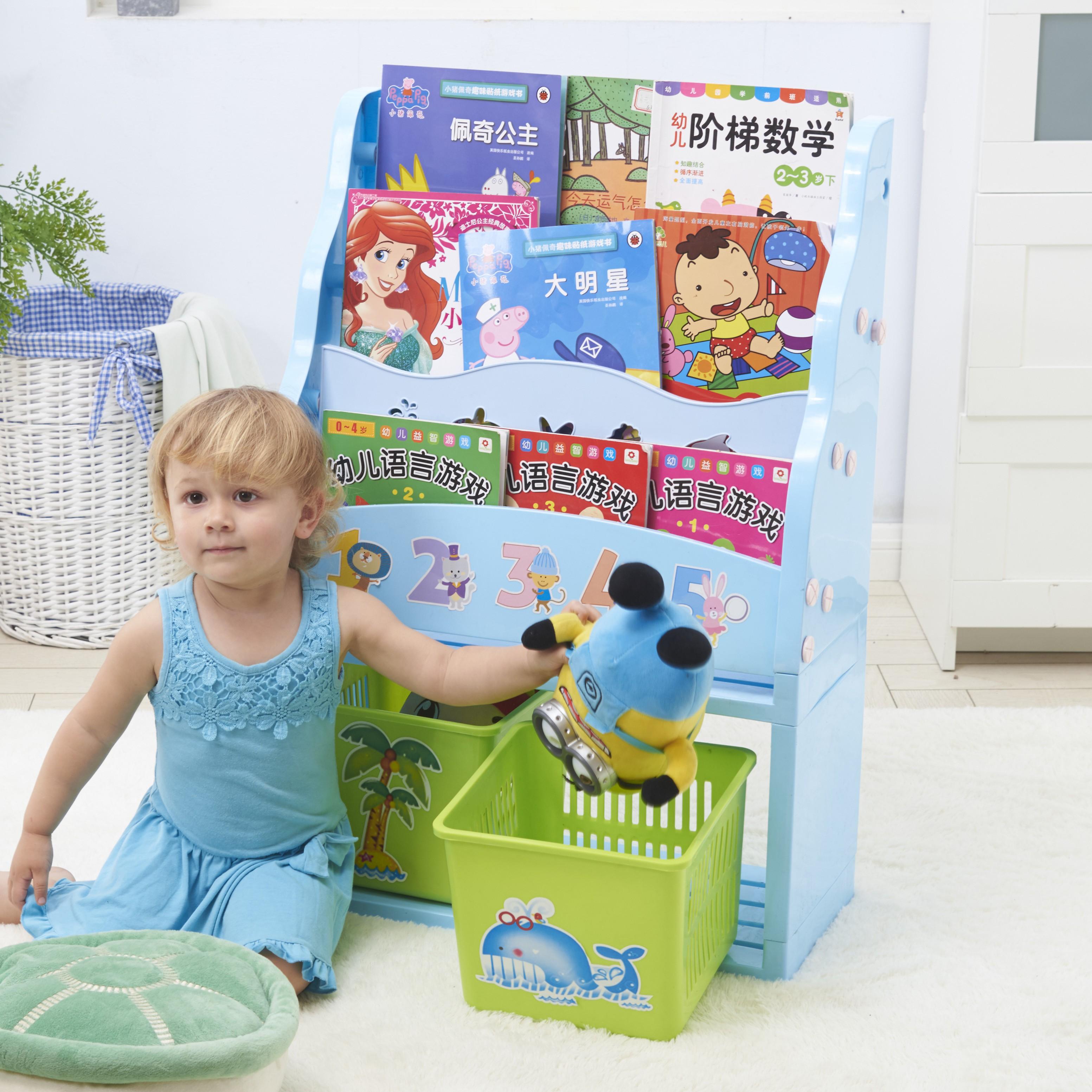 copii mici de plastic pe raft. biroul de plastic cu mini - student simplu fără.