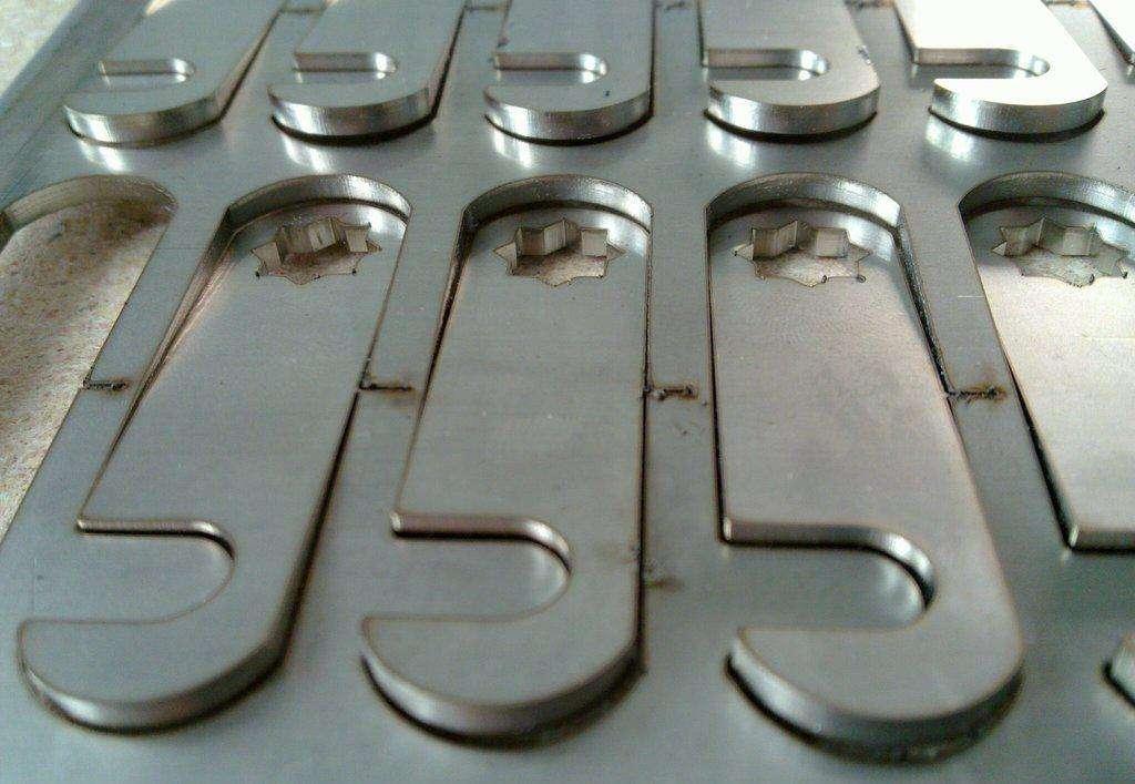 Produzione di Alluminio di Pannelli di Alluminio di forma personalizzata di Lavorazione Diversi campioni di Lavorazione di taglio Laser di Lavorazione del Ferro di Alluminio.