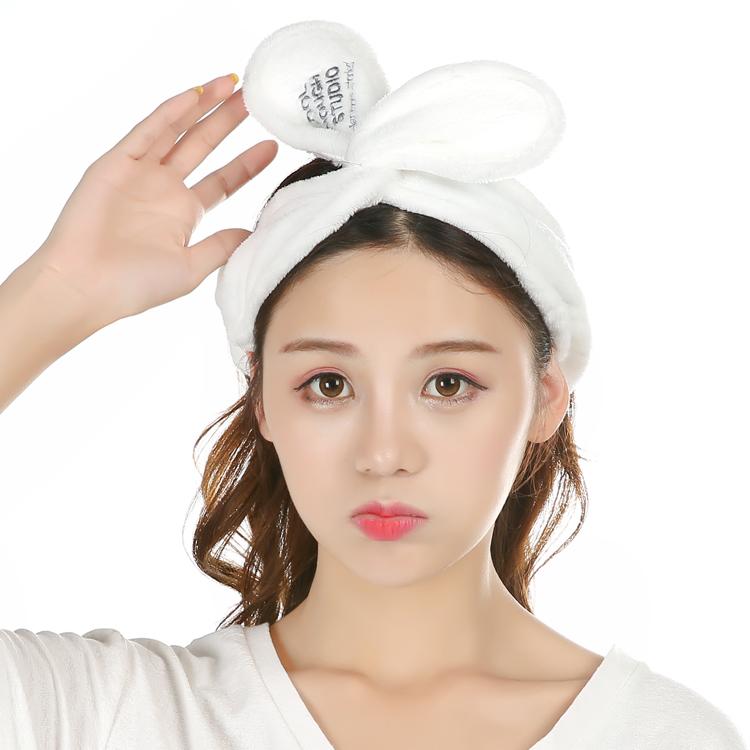 милый кошатина на этапе в том же пункте мыть волосы с рога туалетные обруч головной убор макияж умыться кролик уши бант
