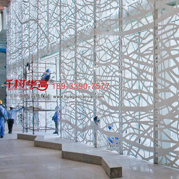 千樹華高-マーケット室内外のカーテンウォール装飾アルミニウムスノーボードの透かし彫り彫刻造型パンチ门头板