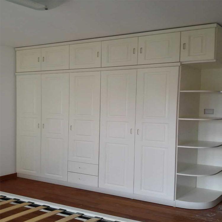 Bois de meubles en bois de pin ensemble armoire armoire armoire pin avec une chambre supérieure de la porte coulissante