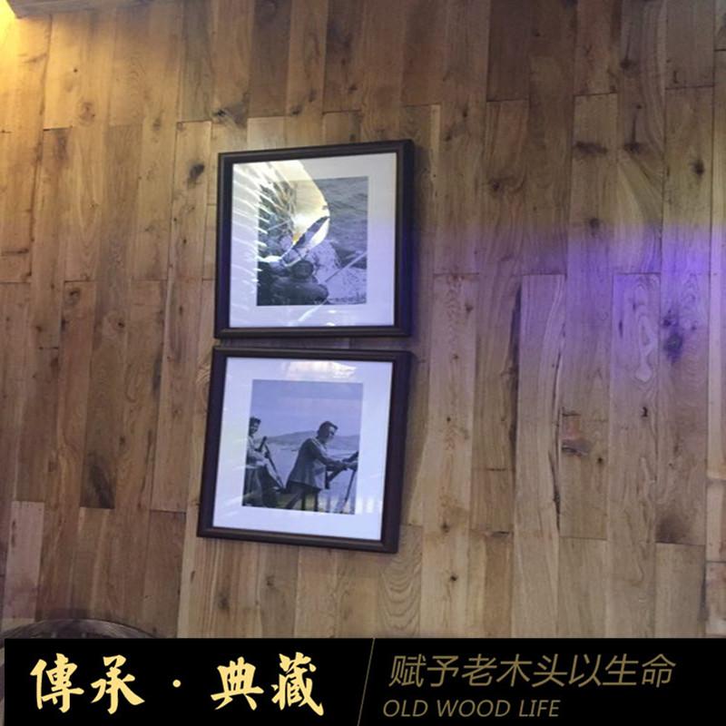La vieille planche de bois de chêne rétro - vieux de plancher en bois massif de personnalité rétro - nostalgie de la paroi de fond un panneau mural décoratif