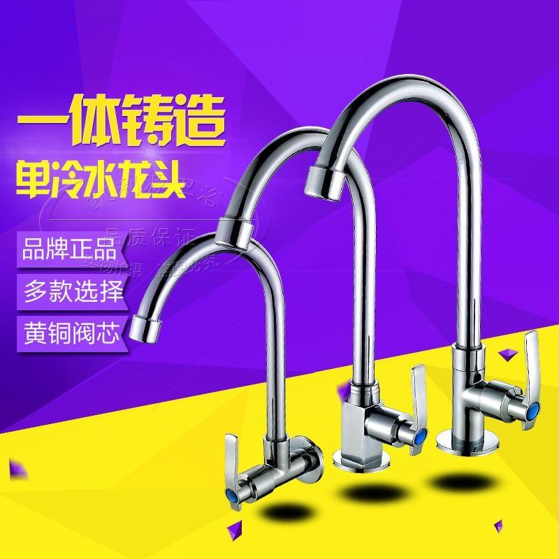 mosiężny zawór obrotowy jednej zlewni dorzecza jarzynowa z kranu w kuchni z umywalki, umyj twarz.