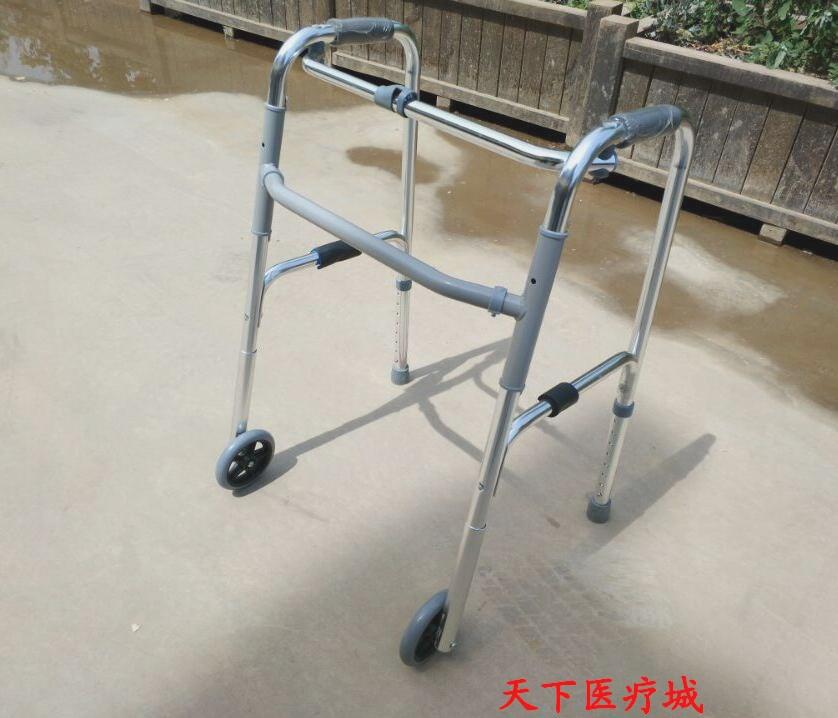 walker walker går man höll på att gå ett extra för rehabilitering - biträdande ram med fyra ben.
