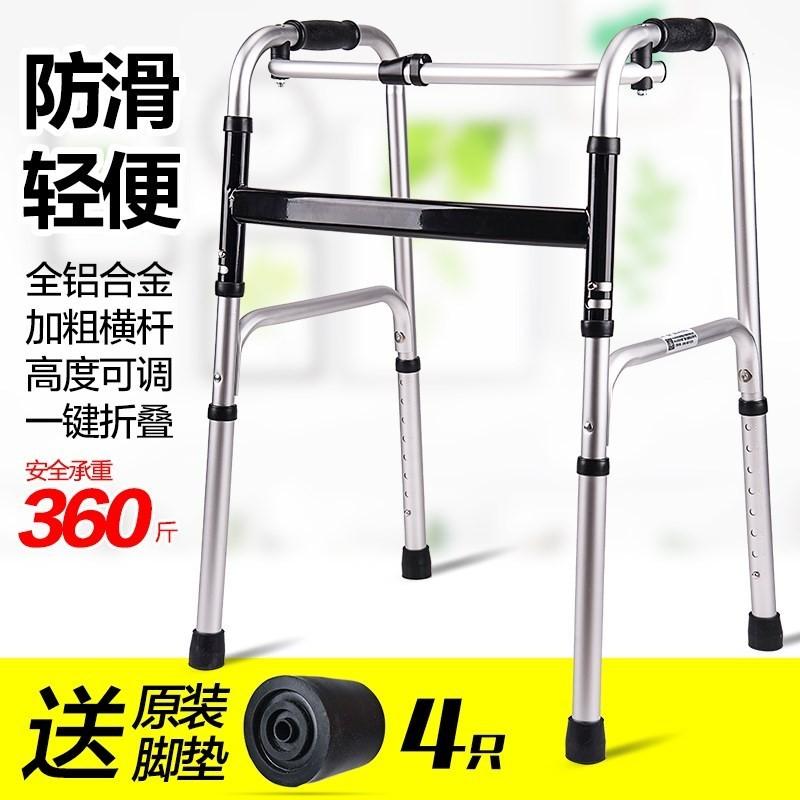 gamle mannen går till biträdande ram med hjul med duk. rehabilitering walker walker fåtölj rehabilitering ram.