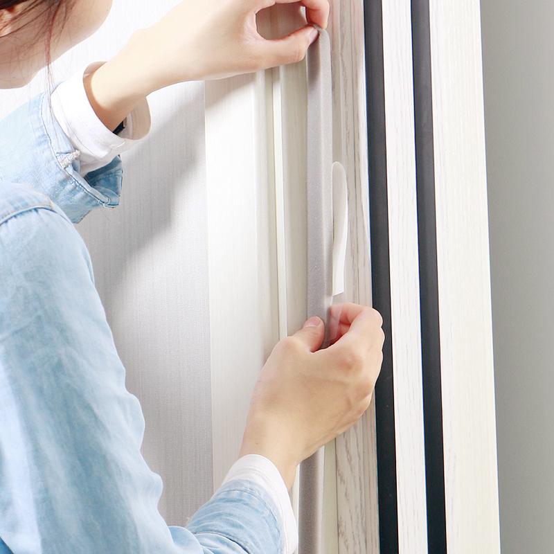 La parte inferior de la puerta de madera de la puerta antirrobo, cierre la puerta burlete de Goma cepillo marco el cierre de la puerta de aislamiento térmico del polvo