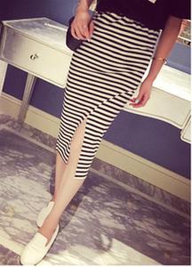 9077 2015韩版时尚百搭弹力开叉条纹中长包臀裙