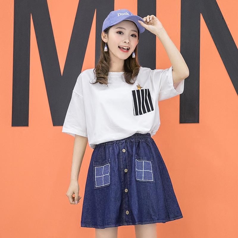 Áo T-shirt nữ cổ tròn cộc tay dáng bó họa tiết kẻ sọc tay lỡ màu trắng kiểu dáng rộng rãi phong cách học sinh