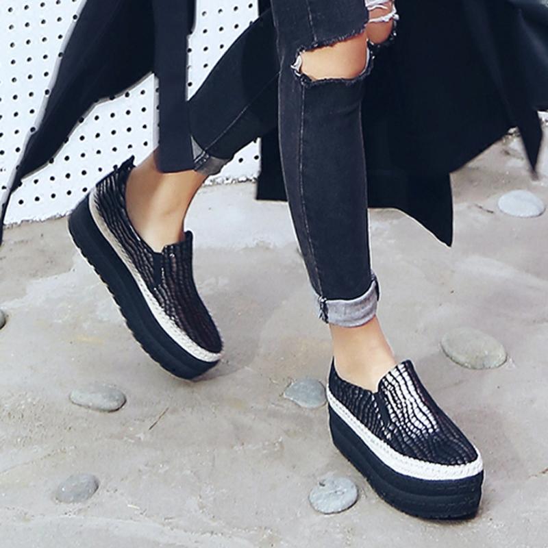 Zapatos de suela gruesa y dulce versión de 2017 de cuero estampado de piel de serpiente de zapatos de mujer con zapatos de plataforma y amor profundo