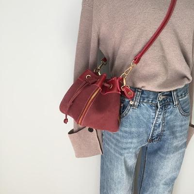 韩版抽带水桶包小包2017新款复古磨砂皮手提女包时尚单肩斜挎包包