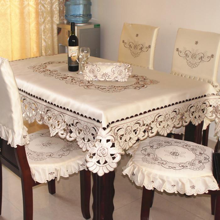 Nappes de table modernes ustensiles de cuisine for Nappe de cuisine