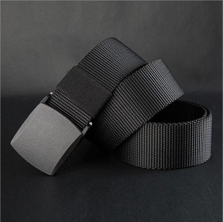 アレルギーを防ぐためには、金属の男性の布ベルトと、金属の男性のカジュアルなプラスチックには