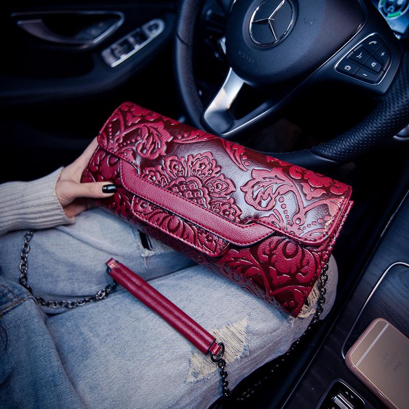紅色女包手拿包2018新款大容量手包女士小包包民族風壓花鏈條單肩斜挎
