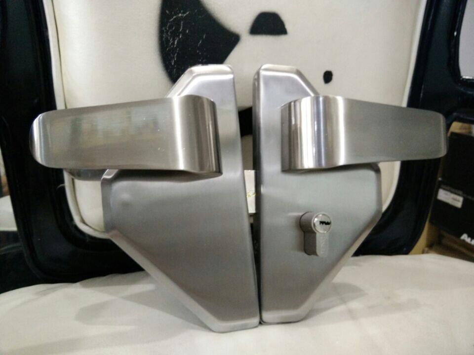 La serratura della Porta di Vetro a forma di diamante di lusso a doppia Porta di Vetro della Porta di Vetro temprato Porta doppia serratura senza cornice.