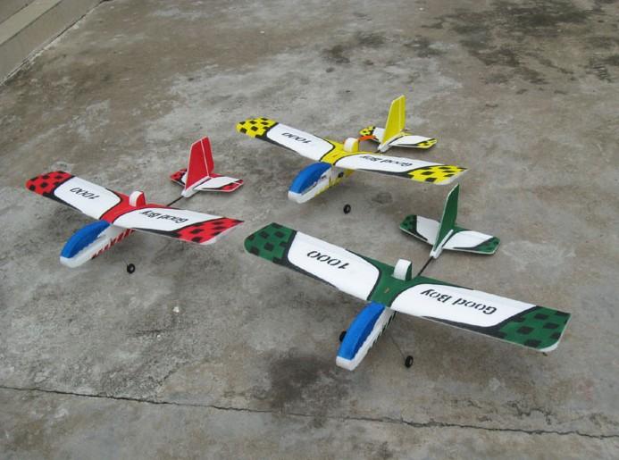 Aéronef modèle de contrôle à distance bon gamin 1000 à quatre voies à voilure fixe modèle d'aéronef machine flottante EPP complète
