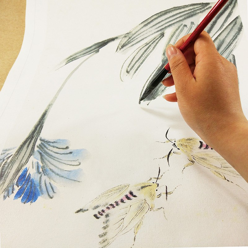 IL dipinto di un Paesaggio dipinto di strumenti e Materiali rivestiti di acquarello dipinto gli studenti aveva Grandi nuvole Bianche un pennello per principianti