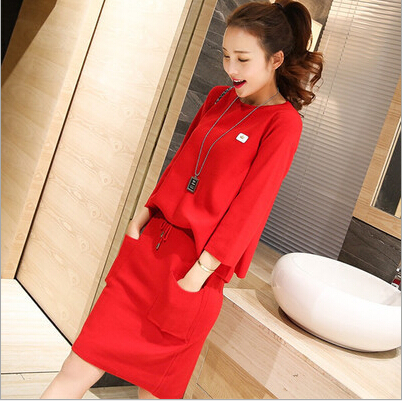 každý nový speciální žena s dlouhými rukávy pletené svetry dvě sady červené šaty a obleky na vítr.