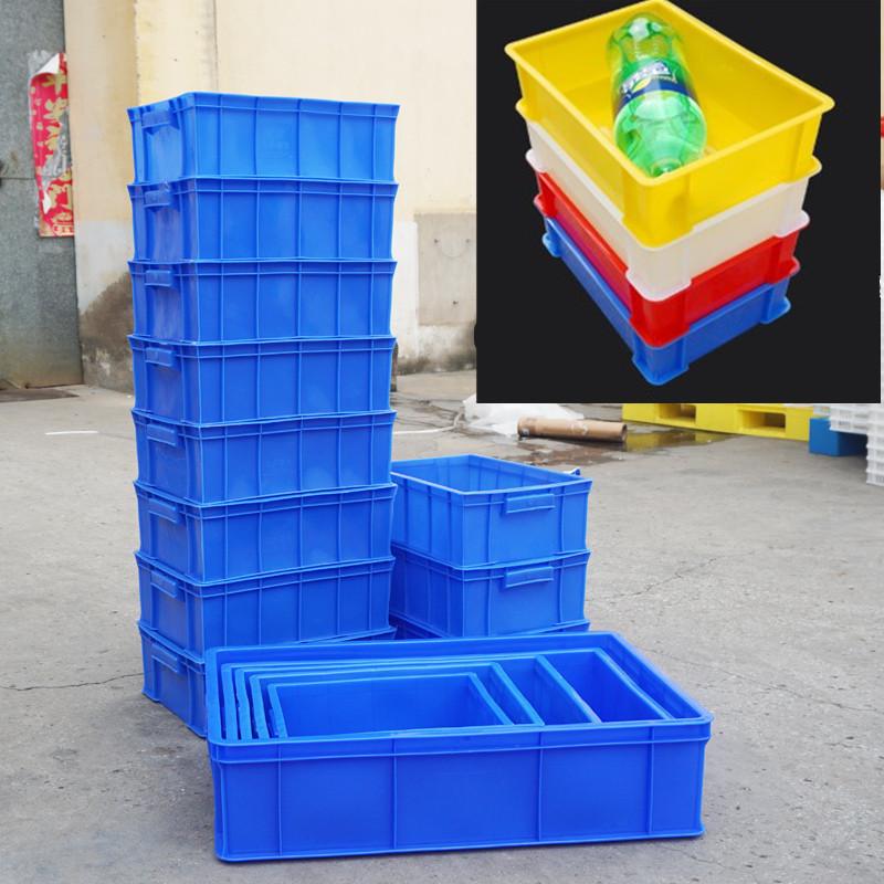 extra stora logistiska livsmedel på fält tjockare material plast lådor i stora rektangulära fält i fält.