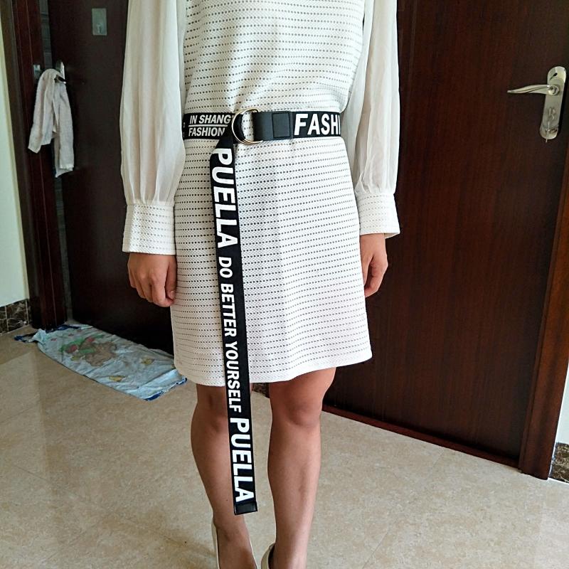 汎用ズックベルト男個性百搭編み黒薄い金を長く女飾りベルトジーンズのワンピース