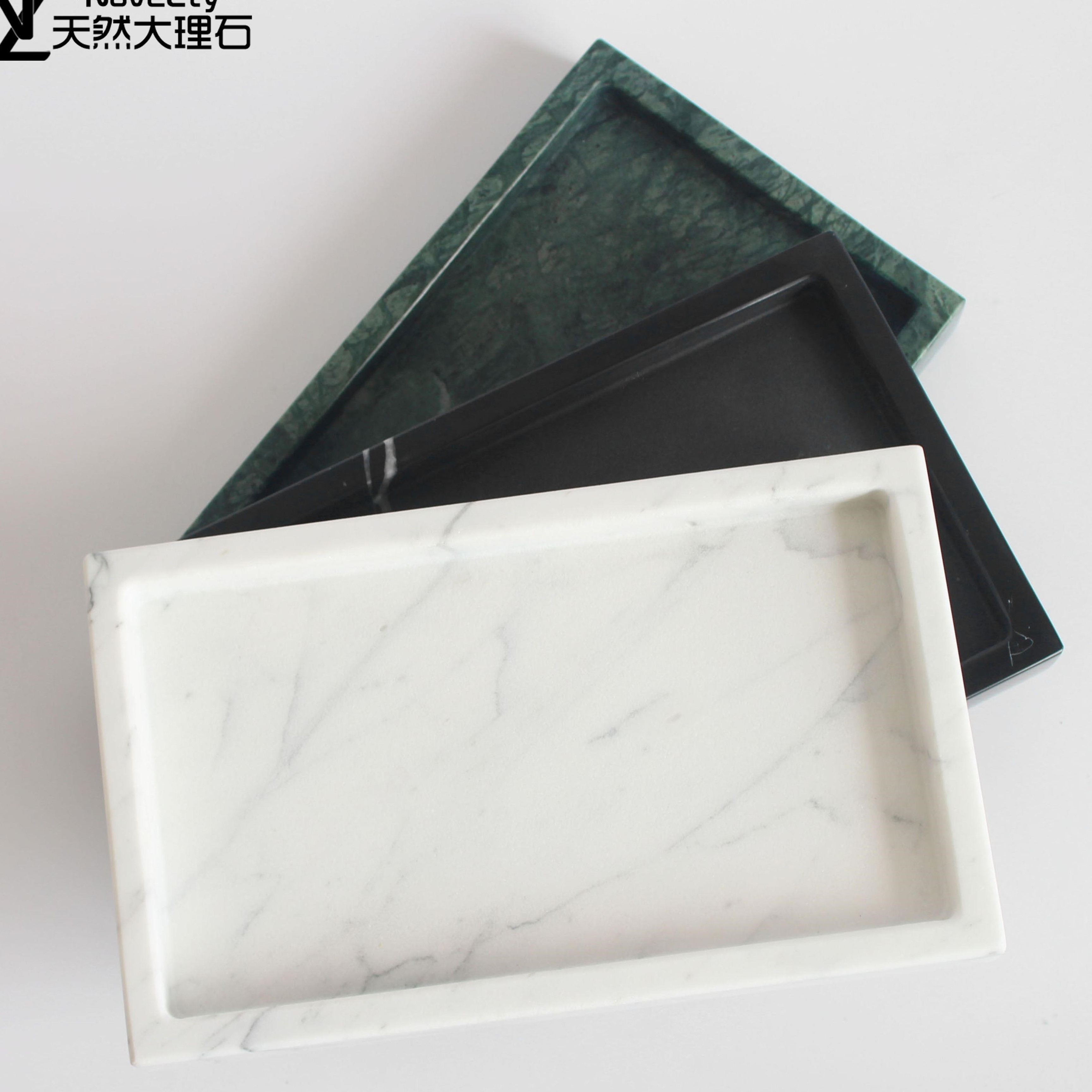 The rectangular tray of natural marble jewelry incorporati