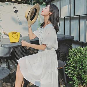 冷淡风夏季时尚气质新品白色星星刺绣雪纺五分袖V领连衣裙女2018