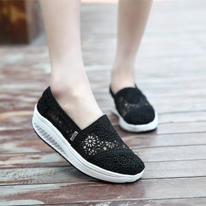 Mùa hè thoáng khí thoáng khí giày vải dày ren openwork muffin với rocking giày lưới rỗng lên giày của phụ nữ