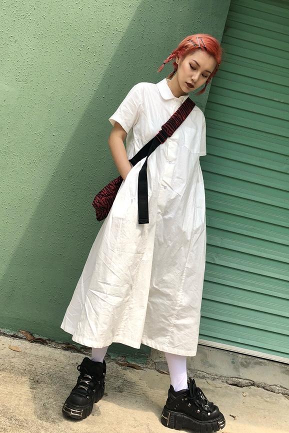 AMAMAY 2018 mùa xuân và mùa hè retro mới 90 s búp bê cổ áo Nhật Bản thiết kế thích hợp ngắn tay áo sơ mi trắng ăn mặc