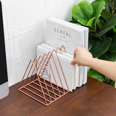 聚可爱 北欧铁艺小书架创意ins风格三角书立架桌面装饰收纳置物架