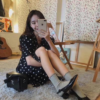 Chơi GỌI ngọt ngào Hàn Quốc ins phong cách retro sóng điểm thanh lịch V cổ áo Pháp váy hoang dã eo vành đai thắt lưng