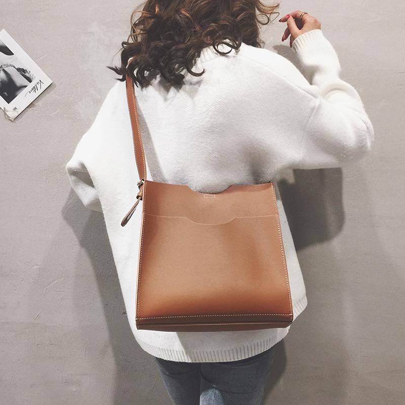 大包包女新款潮百搭秋冬款大容量简约纯色手提单肩斜跨包